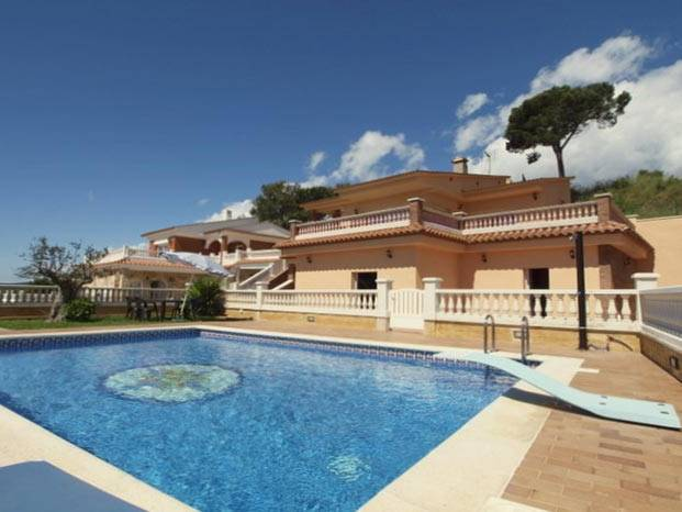 villa de vacances louer avec piscine clture barbecue