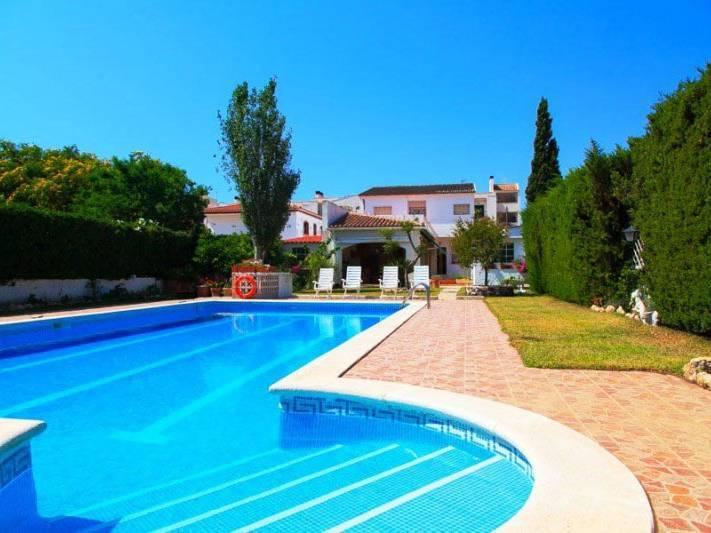 Grande maison avec piscine priv e s curis e begur page - Location begur avec piscine ...