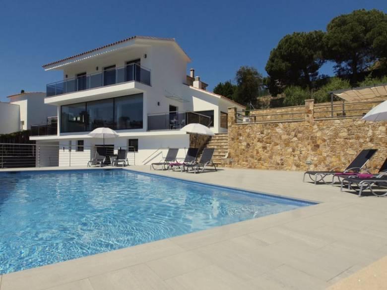 location villa lloret del mar. Black Bedroom Furniture Sets. Home Design Ideas