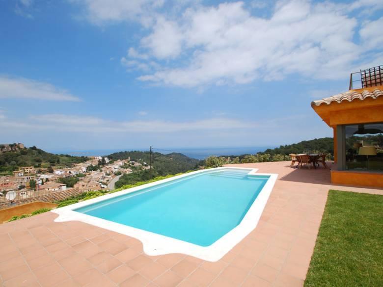 Belles maisons avec piscine et vue mer louer en espagne - Location costa brava avec piscine ...