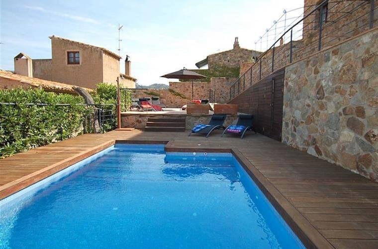 Location vacances maison avec piscine dans le centre de for Location maison tossa de mar avec piscine