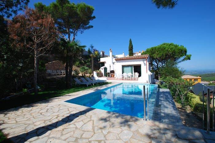 villa avec piscine louer pour les vacances proche de begur begur begur pals locations. Black Bedroom Furniture Sets. Home Design Ideas