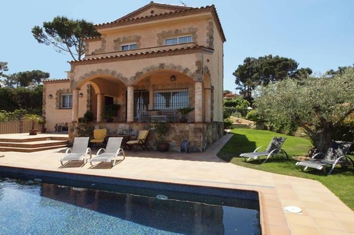 Location villa avec piscine 10 personnes lloret de mar for Location maison tossa de mar avec piscine