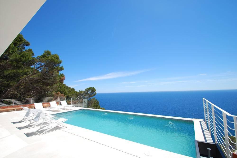 Villa de style minimaliste begur costa brava ab villa for Piscine minimaliste