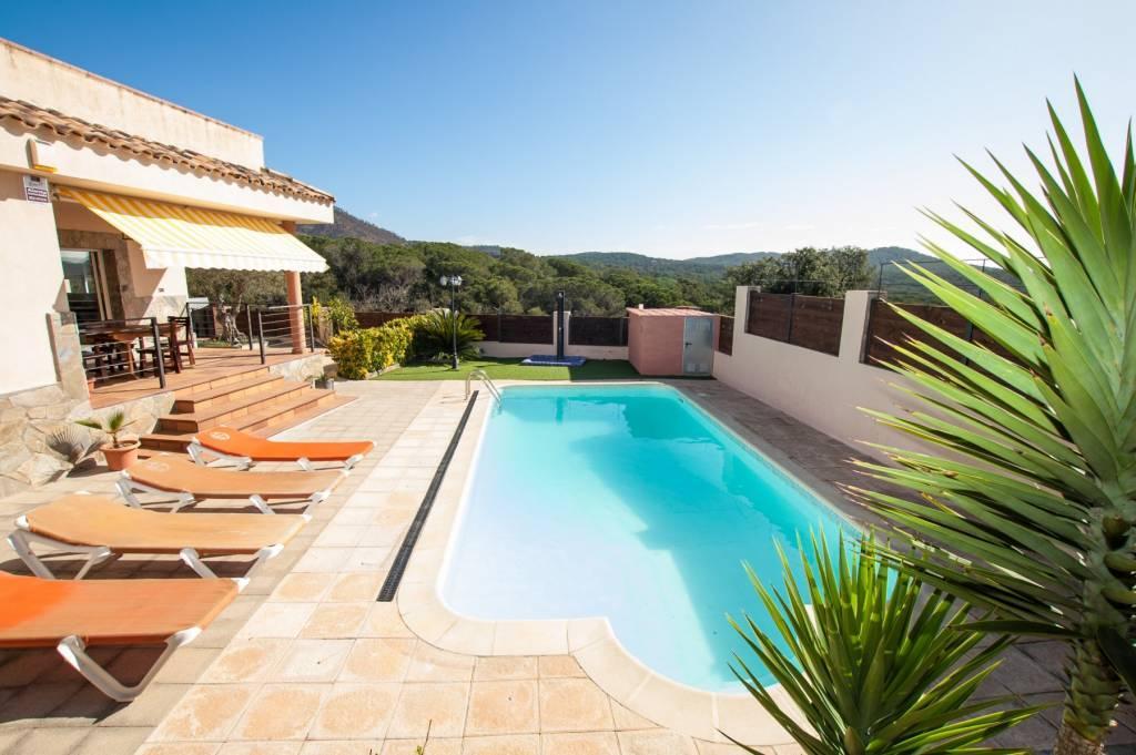 Villa avec piscine pour 8 pers pr s de blanes costa brava for Location maison tossa de mar avec piscine