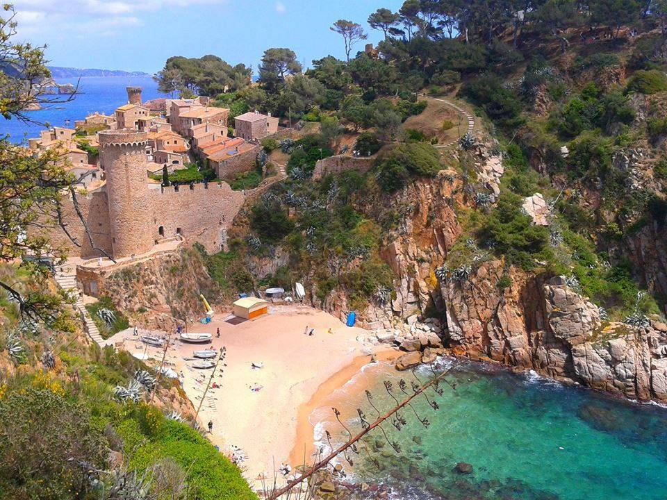 Location maison de charme tossa de mar costa brava for Location maison costa brava piscine