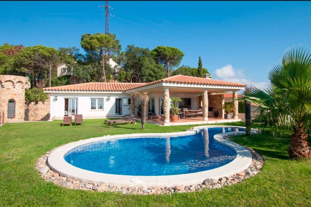 Location vacances maison louer pour 10 personnes lloret for Location maison lloret del mar avec piscine