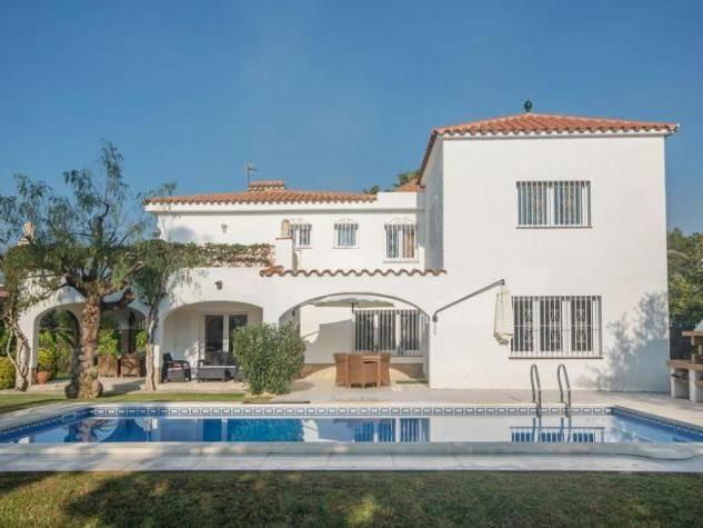 Pour vos vacances en espagne location villas maisons for Camping en espagne bord de mer avec piscine