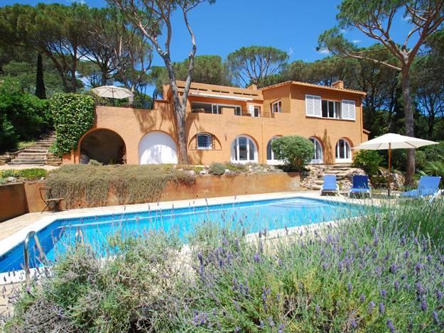 Locations costa brava espagne page 11 5 ab villa for Maison a louer avec piscine en espagne