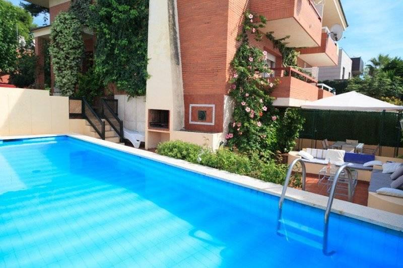 Villa avec piscine priv e louer pour 10 personnes for Villa a louer avec piscine privee