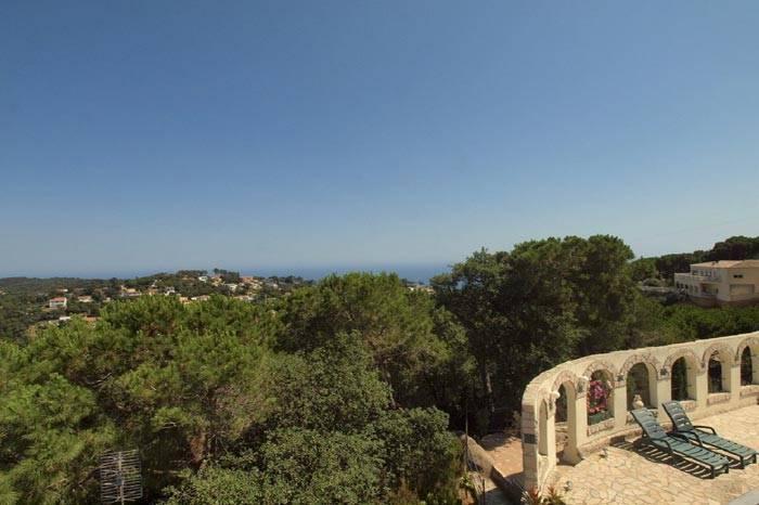 Villa avec piscine louer pour 10 personnes lloret de for Location maison tossa de mar avec piscine