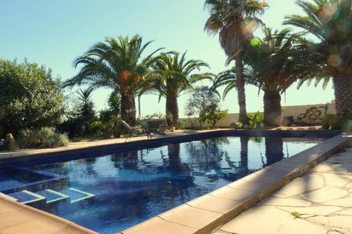 Villa avec piscine a louer pour 13 personnes lloret de for Location villa espagne avec piscine privee costa brava