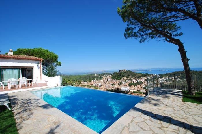 Villa avec piscine louer pour les vacances proche de for Villa en espagne a louer avec piscine