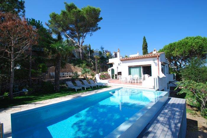 Villa avec piscine louer pour les vacances proche de for Location maison avec piscine espagne costa brava
