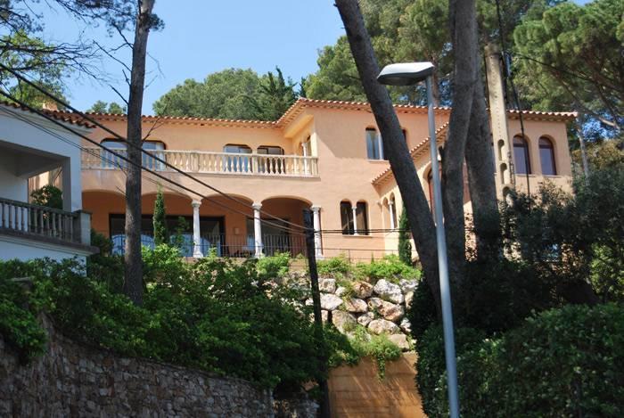 Villa de luxe pour 7 personnes louer begur costa for Villa de luxe a louer en espagne